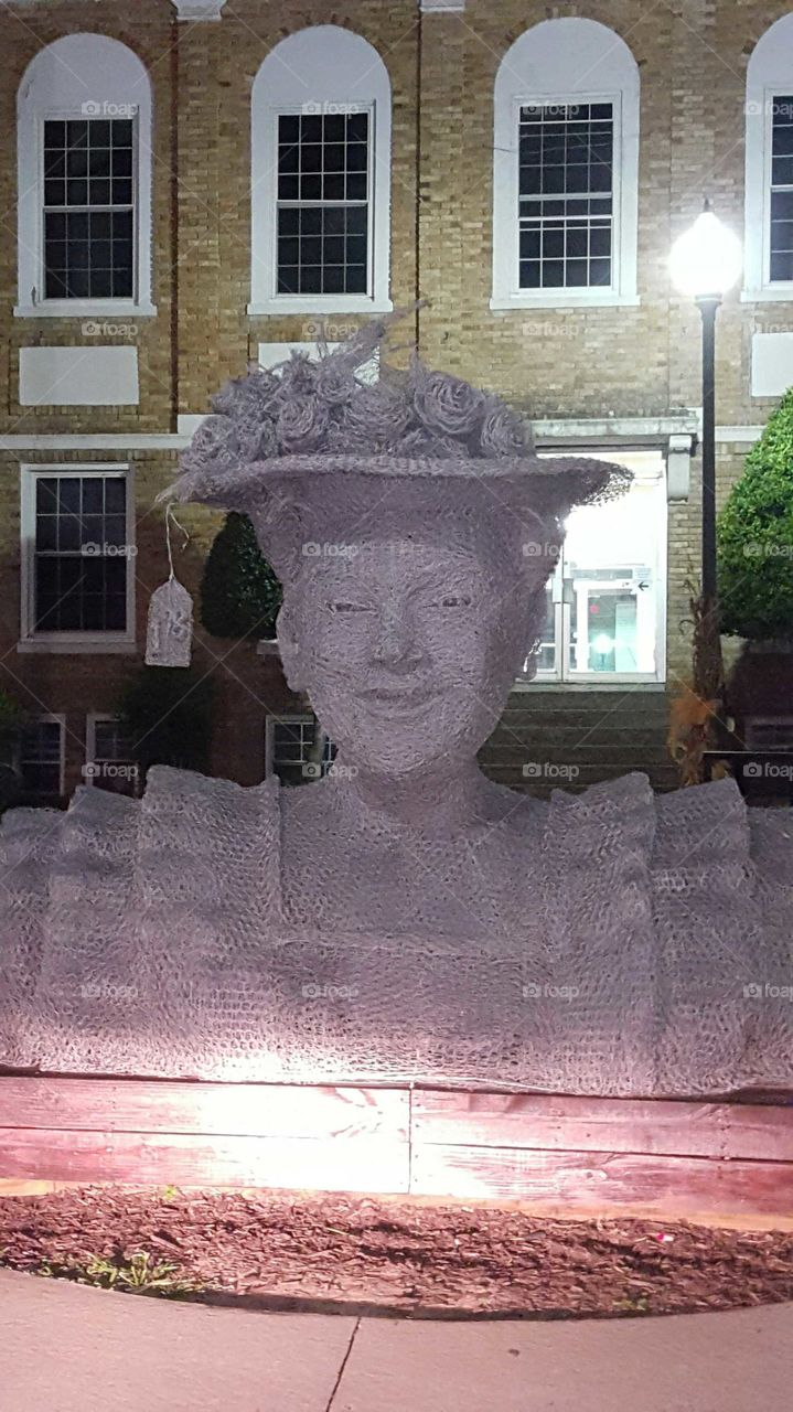 Minnie Pearl out of Chicken Wire