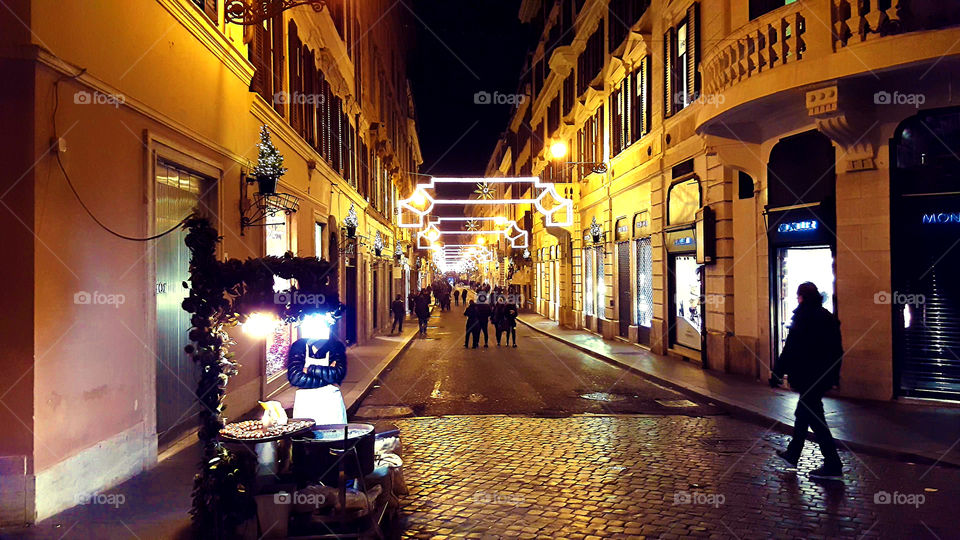 Christmas in Rome. Via del Condotti. No chestnut can warm the feeling of emptiness caused by the closed for renovation Spanish steps.