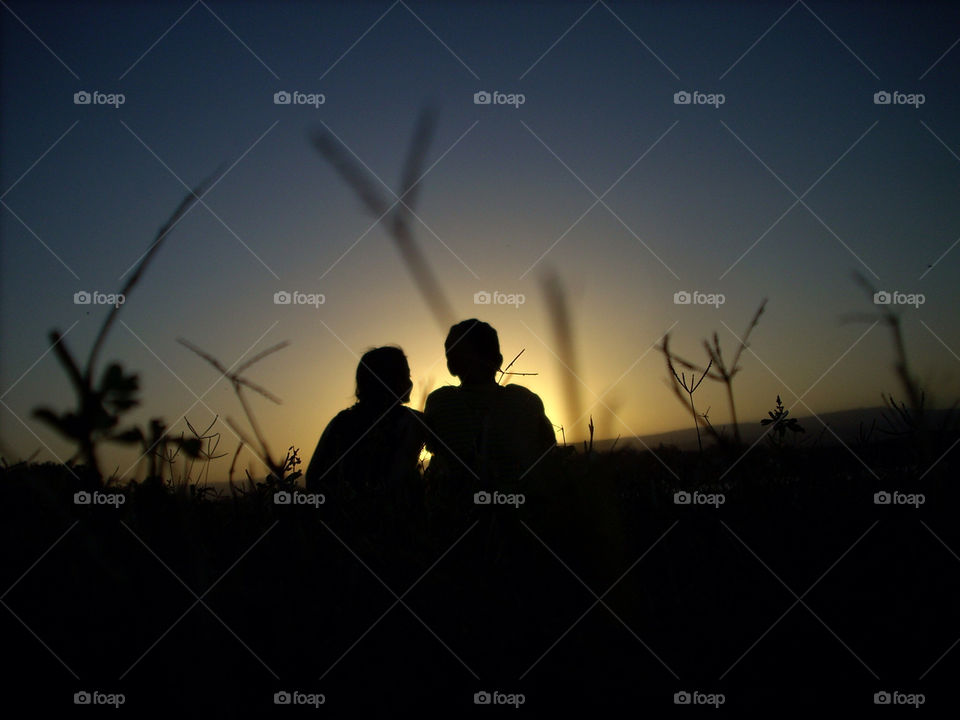 field sunset love couple by sergioesteban