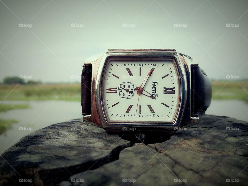 Henix Hand Watch