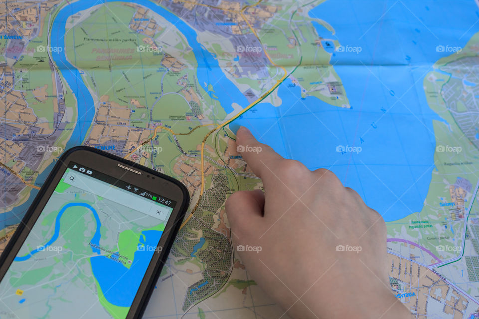 Route selection with maps and gps