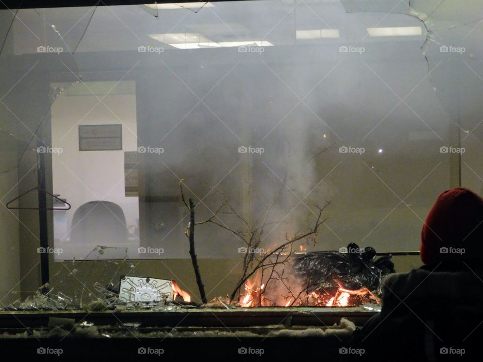 Montreal North Riot, Bank on fire