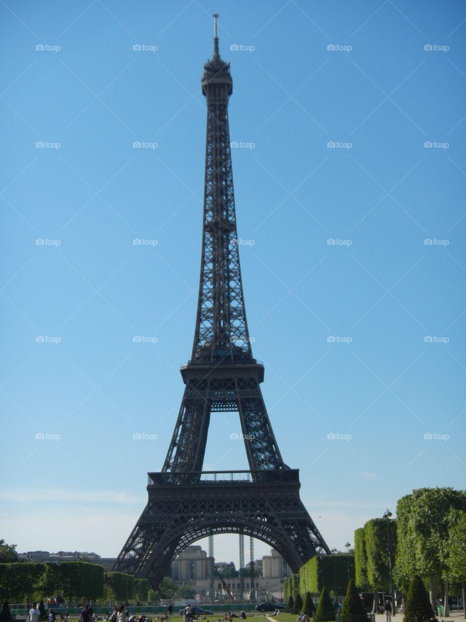 The Eiffel Tower, Paris, France. Chelsea Merkley. May 2012. Copyright © CM Photography 2012 🇫🇷