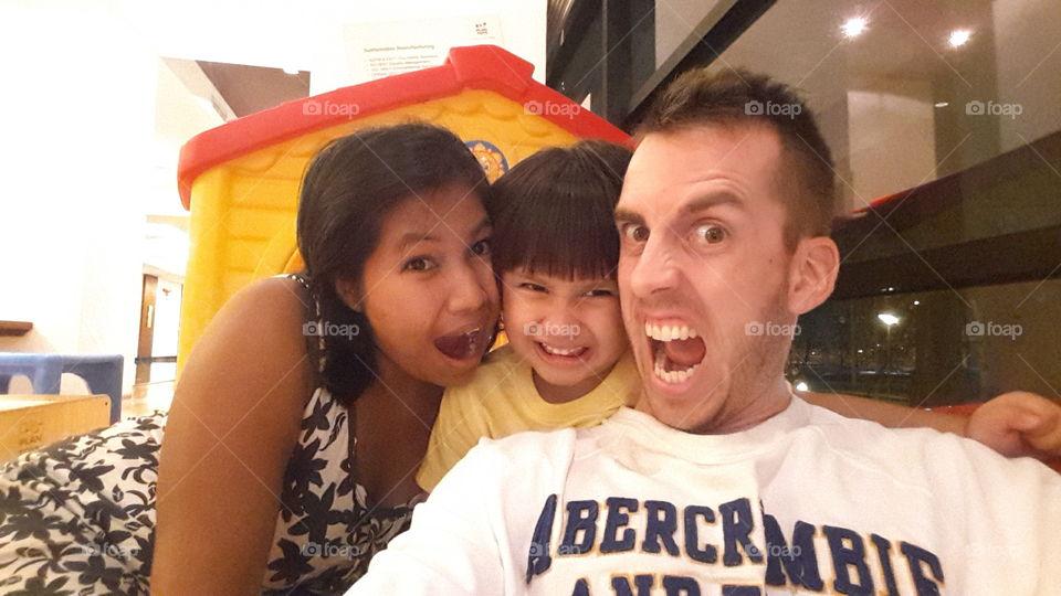Crazy fun family selfie. MiMi ,ThiThi and Daddy (benbdprod)
