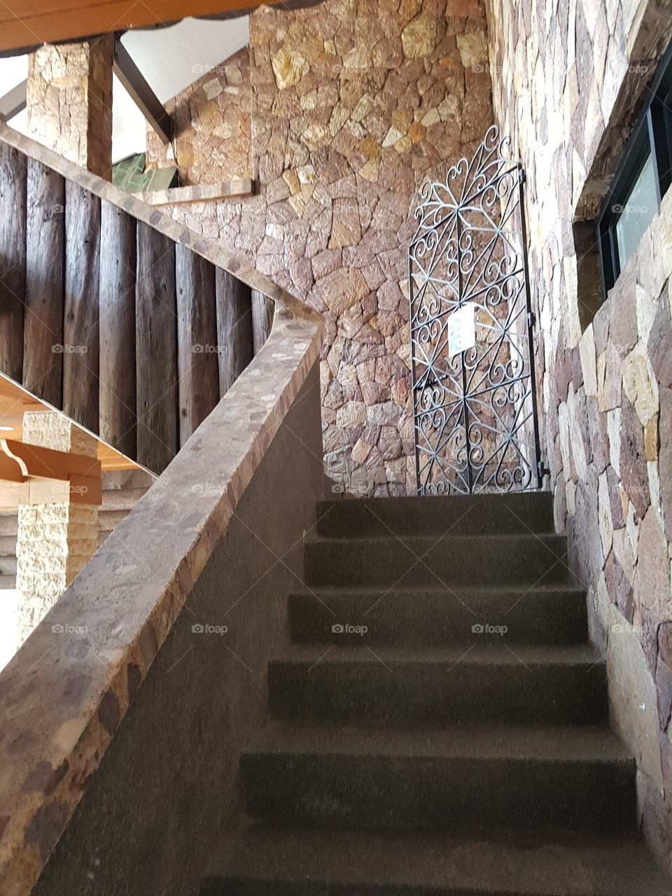 Stairs: How do you see it? Downward stairs? Upward stairs?