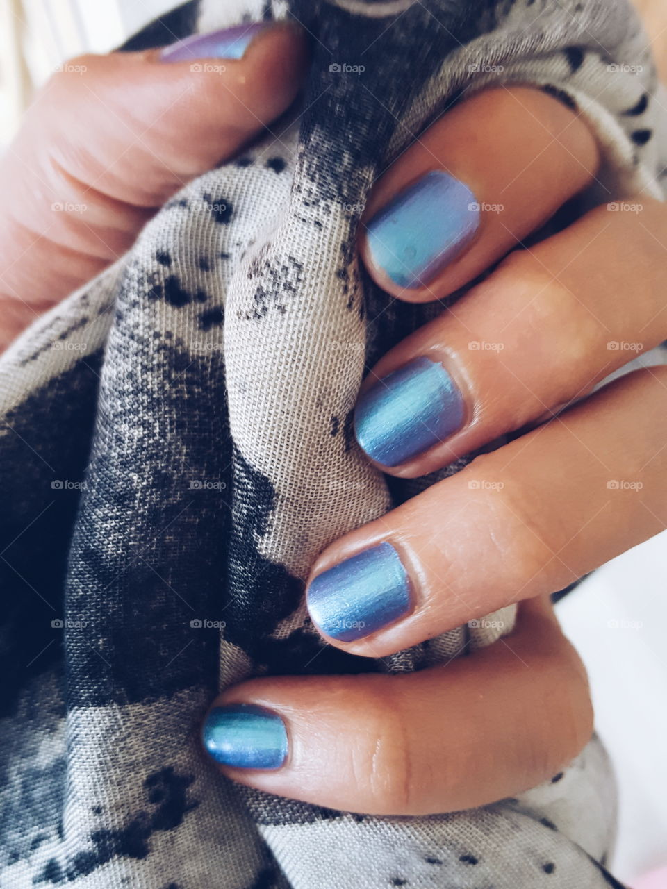 You can See the Gel Polish No. 07 called Blue Lagoon from Rival de Loop Young.
