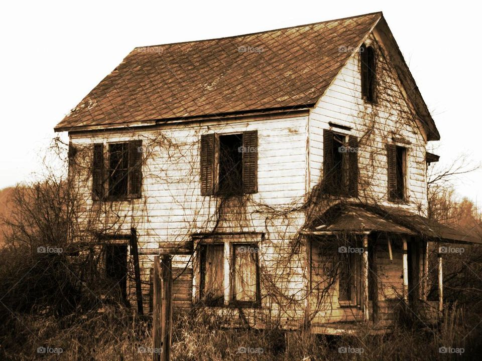 NW farmhouse . The Tale of an Abandoned Farmhouse and a Serial Killer  The Abandoned Farm House.  Nathaniel White is a serial killer from Upstate New York during the early 1990s.  The Killings: White confessed to beating and stabbing six women to death while on parole.