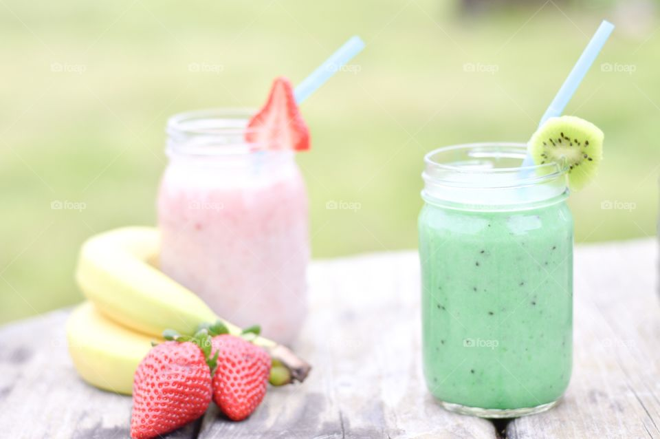 Fruit smoothies in a glass jar