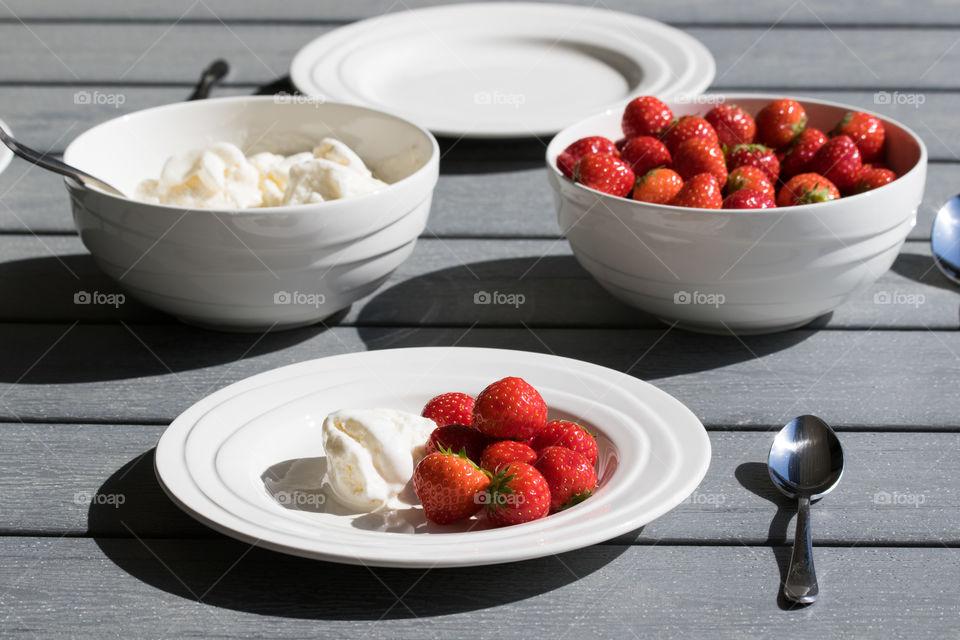 Strawberries and ice cream  - jordgubbar och glass dukat bord utomhus