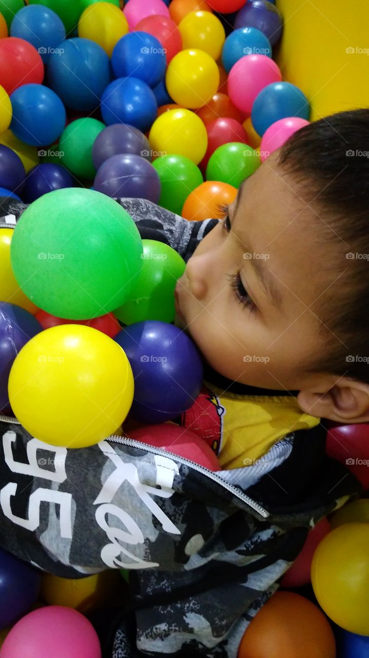 Learn color, learn and play with colored balls