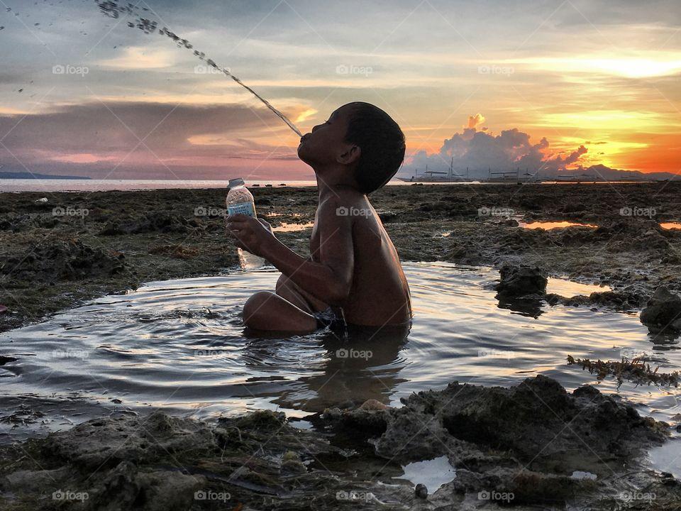Life!!! #view #michaltoloczkopodróżnik #photooftheday #photography #photo #photographer #photoshoot #travel #travelbug #travelingram #travelblog #traveling #travelphotography #traveler #trip #philippines #inspiration #discover #discoveryourworld #child #life #asian #blogger #blog #world #landscape_lovers #lifestyle #instagram #awesomeday #paradise @the_philippines @go.philippines @tourismphilippines @comeseephilippines @cnnphilippines @national.geographic @magazynpodroze