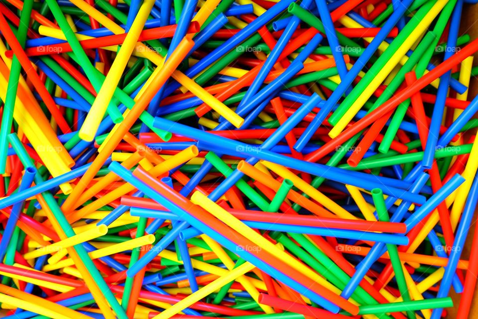 Toy straws for assembling
