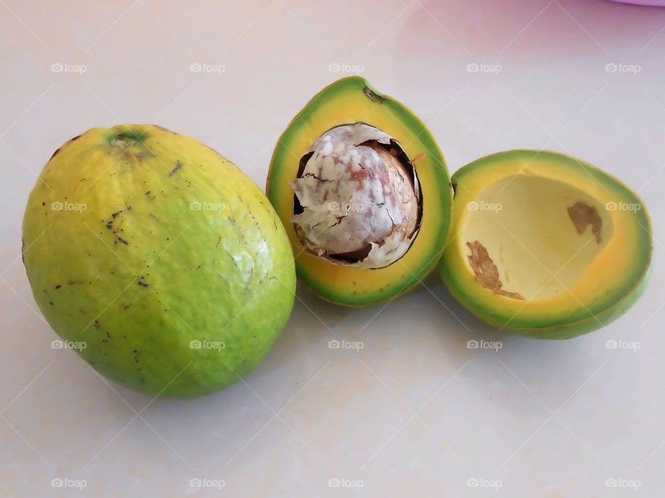 Avocado Whole and Cross section