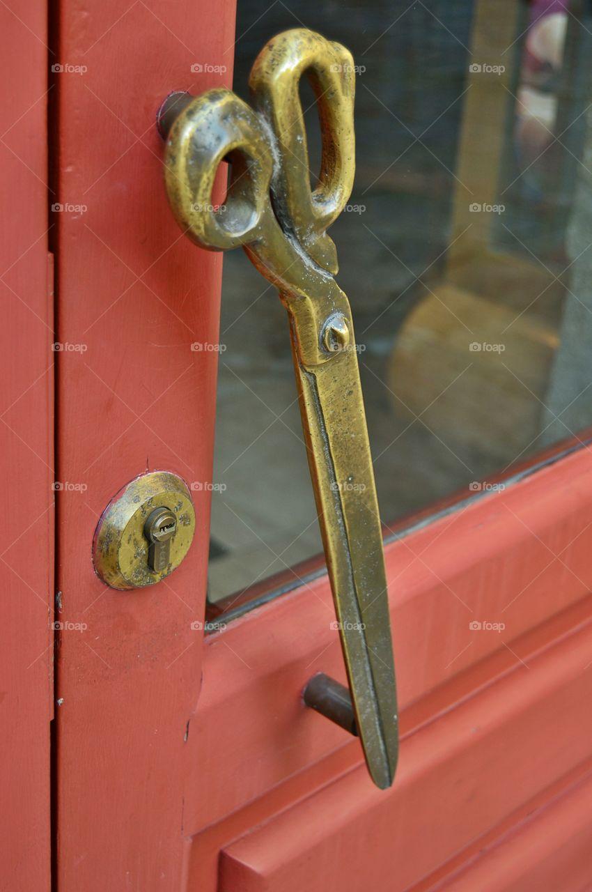 Door handle at a tailor's shop
