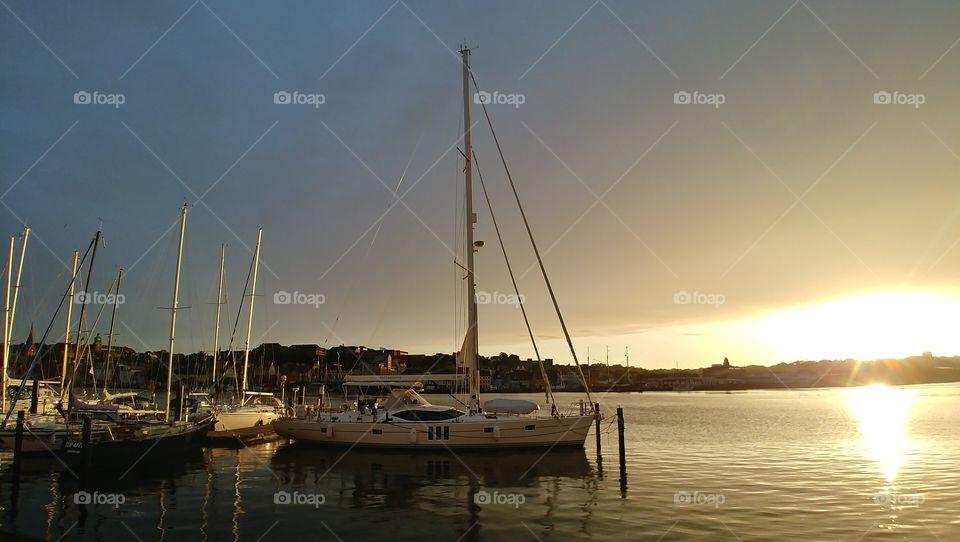 segelboot Wasser Hafen Sonnenuntergang Sonne Urlaub ferien holiday