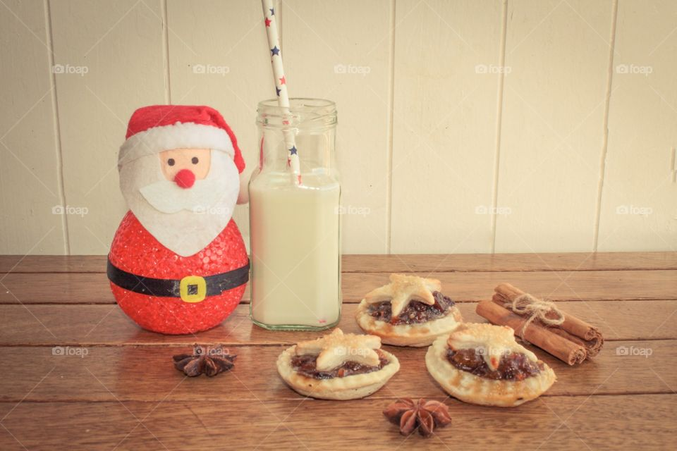 Traditional mince pie and milk