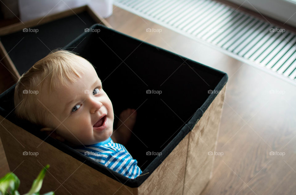 happiness . kids love boxes like cats